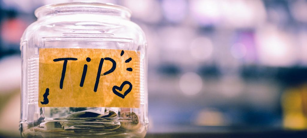 Small jar with tip coins, 4 tips to determine your real estate price.