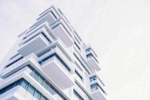 Moderne woning met lichte achtergrond