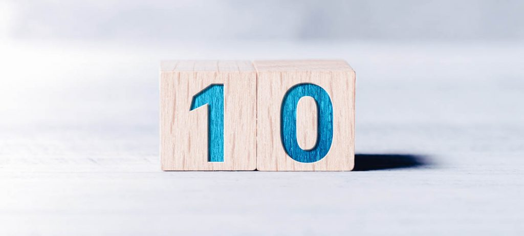The number 10 In wooden blocks, 10 things important in a rental agreement.