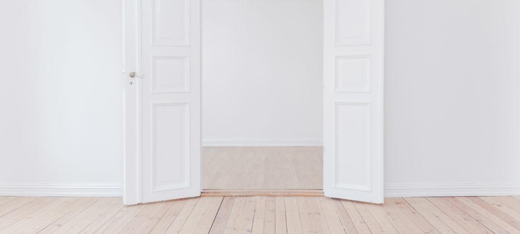 Witte deuren en kamers