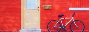 voordeur met rode muur, hoeveel te lenen om te kopen