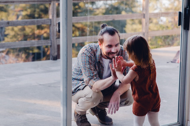 Kind met haar vader
