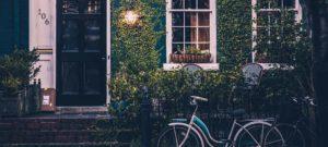 vélo en dehors de la maison