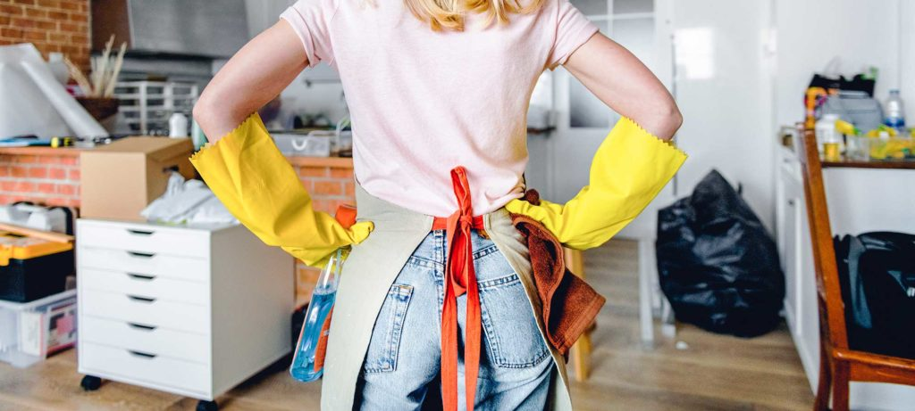 femme-qui-prepare-son-nettoyage-de-printemps